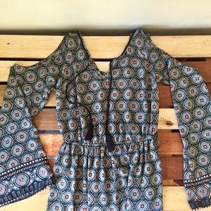 🌻 Dress, open shoulder flare sleeve blue white